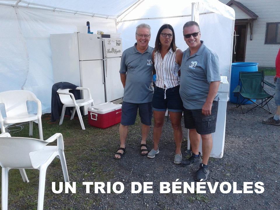 Trio de bénévoles: Pierre, Johanne et Sylvain.