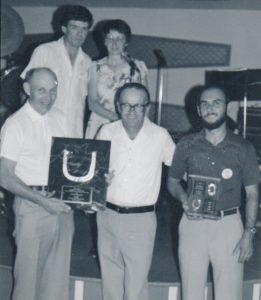 Quelques bénévoles du Championnat Canadien 1981 (Fernand est entouré de Jack Adams et Rick Lebel).