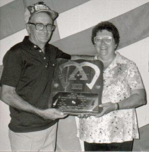 Fernand et Henriette Dutremble honorés lors du Championnat 1983 à St-Gédéon au Lac St-Jean.