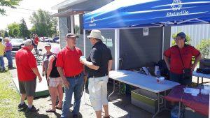 Blainville: Julien Harvey à son premier tournoi (sous l'oeil de Suzanne au bar)