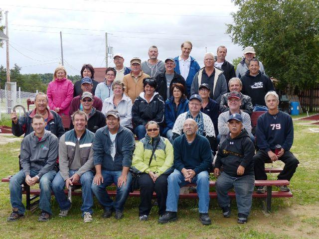 Groupe de participants au tournoi régional du 6 septembre à Dolbeau-Mistassini.