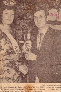 Lucy-France Dutremble félicite Gilles Joyal, champion 1972.