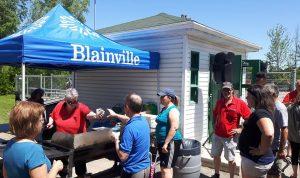 Blainville: Ginette très occupée à la cuisine...