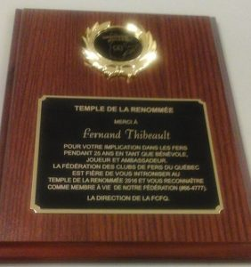 Plaque remise à Fernand Thibeault.